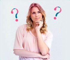 Bild på en undrande kvinna med frågetecken i bakgrunden, bilden illustrerar att det är vanligt att ha många frågor i samband med mens och o.b. har försökt besvara dem här..