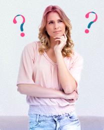 Bild på en undrande kvinna med frågetecken i bakgrunden, bilden illustrerar att det är vanligt att ha många frågor i samband med mens och o.b. har försökt besvara dem här.